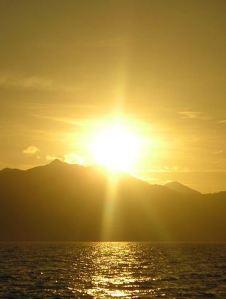 640px-Yellow_sunrise