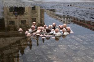 Глобални лидери расправљају о променама климе. Инсталација Исака Кордала (Берлин)